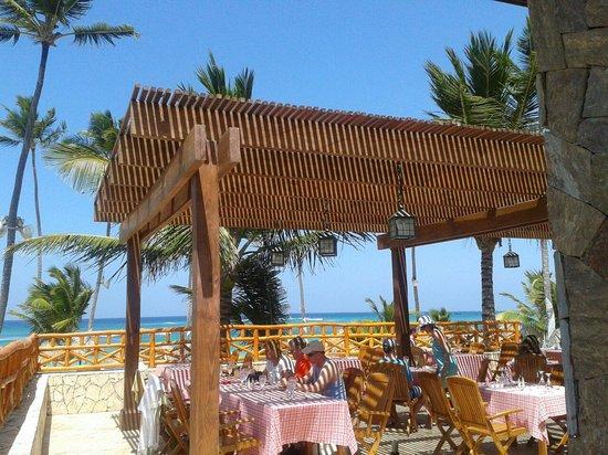 Majestic Elegance Punta Cana : Restaurante de la playa
