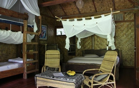 Kupu-Kupu Garden Guest House & Cafe: The Waterfall Room (Family Room)