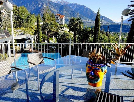 Hotel Marlena: Der Park - und Poolwächter der immer lacht