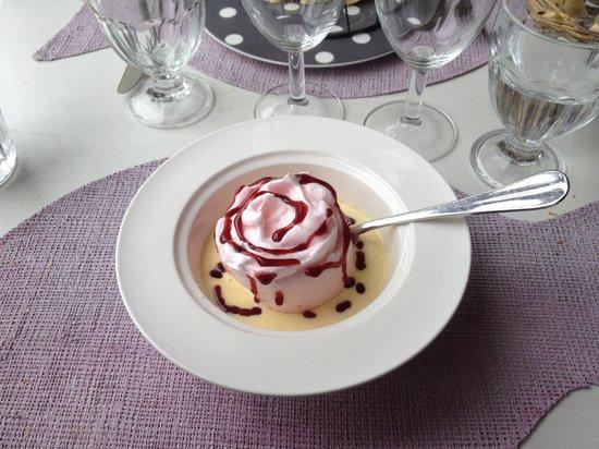 Les Alizes Sarl: Dessert : île flottante à la rose
