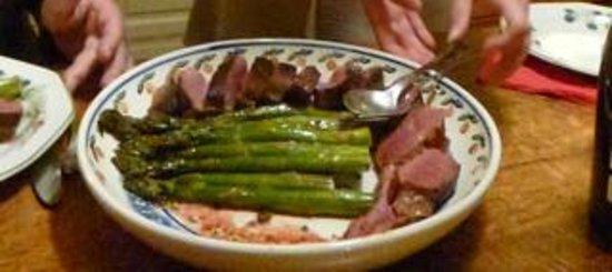 Le Clos de Vènes : Magret and asparagusd
