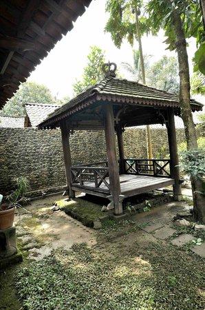 Omah Garengpoeng Guest House: Gazebo