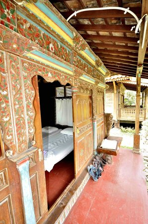 Omah Garengpoeng Guest House: Bungalows entry