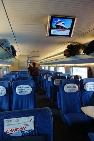 Sapsan Bullet Train: Interior do vagão