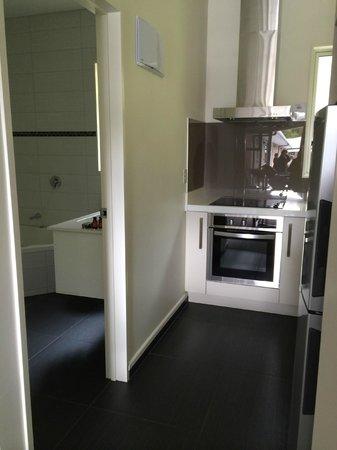 Aspen Court Franz Josef: kitchen n bathroom