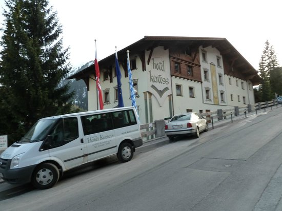 Hotel Kertess: Hotel & minibus