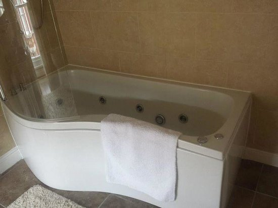 Victoria House B&B: Jacuzzi Bath