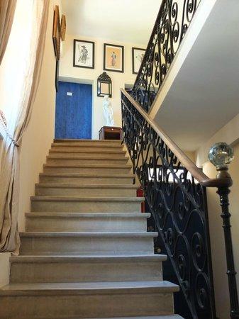 Le Mas des Sages : Escalier des Chambres d'hôtes