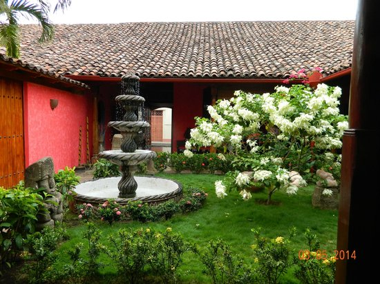 Hotel Casa del Consulado: The view that greets you as you enter the hotel