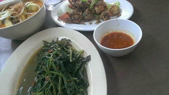 Nancy's Kitchen Restaurant : dishes