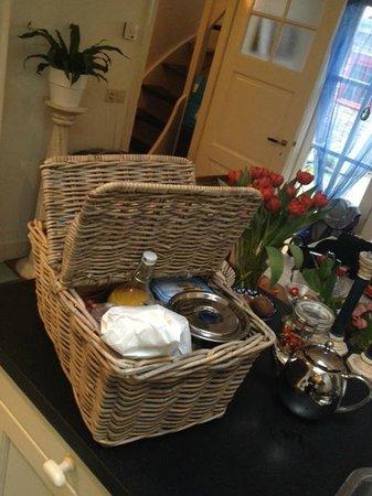 Wherels: Breakfast delivered in a basket