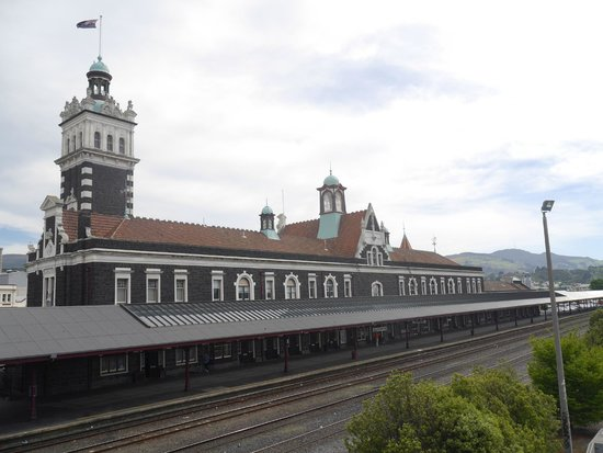 Dunedin Railway Station: Platform and rear of building from footbridge