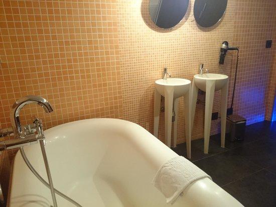 Petit Palace President Castellana: Suite dos alturas, baño