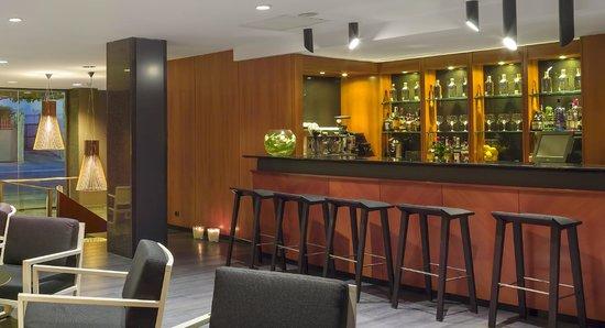 Astari Hotel: Bar