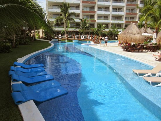 Excellence Playa Mujeres: View from the bridge over the pool/lazy river