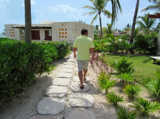 Excellence Playa Mujeres: Taking a walk to explore