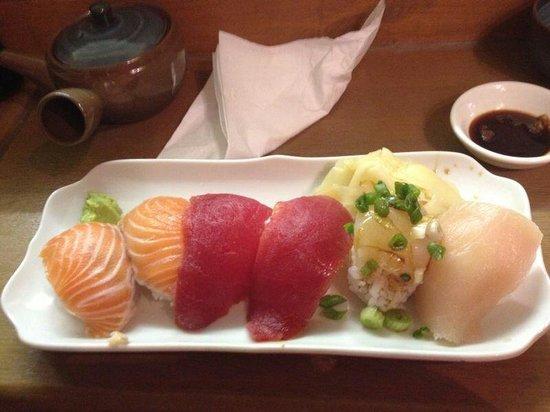 Auradaze Japanese Deli: 6 piece sushi amazing!