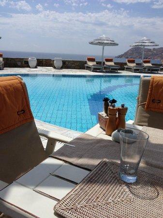 Royal Myconian Resort & Thalasso Spa Center: mai 2014 du restaurant de la piscine