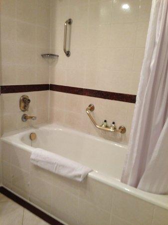 InterContinental Nairobi: bathroom overview
