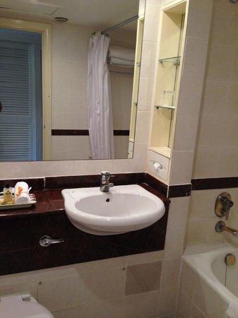InterContinental Nairobi: bath