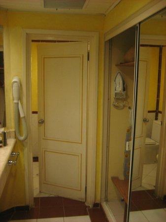 Paradisus Varadero Resort & Spa: lavabo y armario ropero