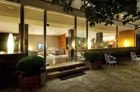 Astari Hotel: Zona TV desde jardin