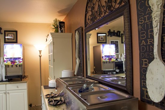 All American Inn & Suites: Breakfast Area
