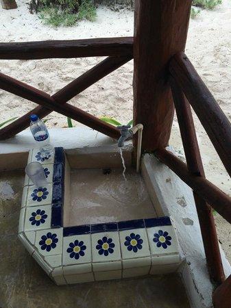 Tita Tulum Hotel Ecologico: Foot bath for sandy feet. :)