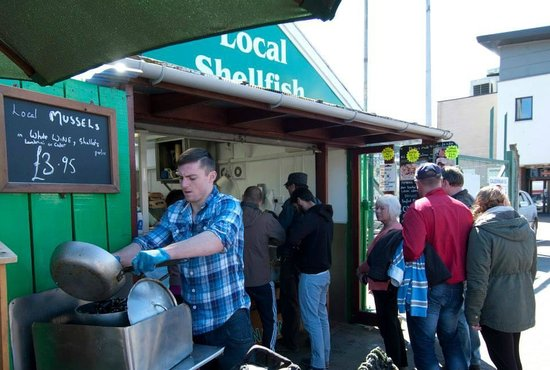 Oban Seafood Hut: Mussels prepared to order before your eyes
