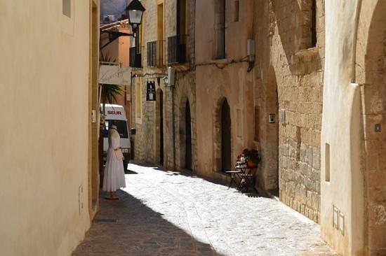 La Torre del Canonigo: Hotel entrance on the right