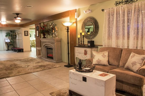 All American Inn & Suites: Lobby Area