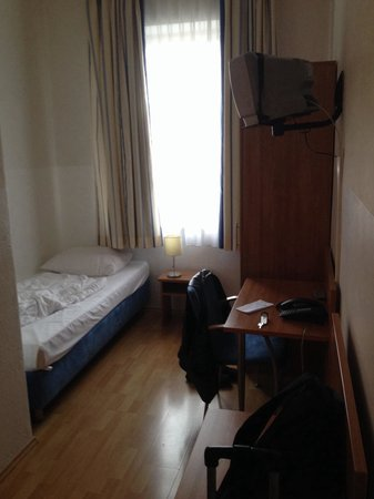 Schlauchzimmer Billigste Möbel Bettnische Bild Von Daheim Hotel