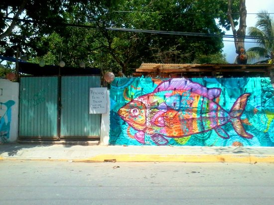 cool graffiti picture of pescaderia tulum tulum tripadvisor