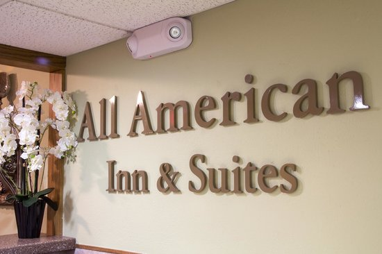 All American Inn & Suites: Reservation Desk