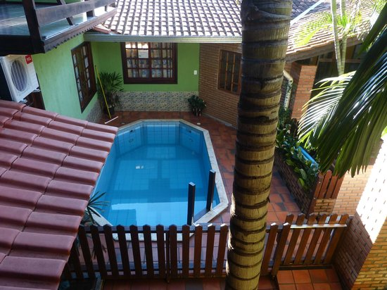 Pousada Do Alemao: It was too cold to use the pool, but it looked inviting.