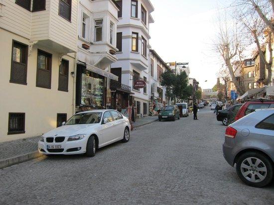 Hotel Sari Konak: Die Strasse zur Blauen Moshee