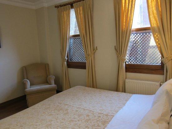 Hotel Sari Konak: Zimmer