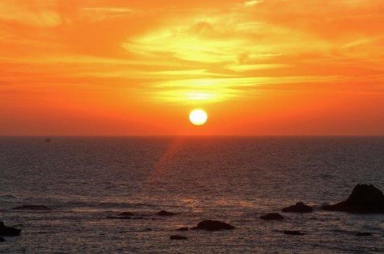 Rebali Riads: Sunset from a bar top in Essaouria