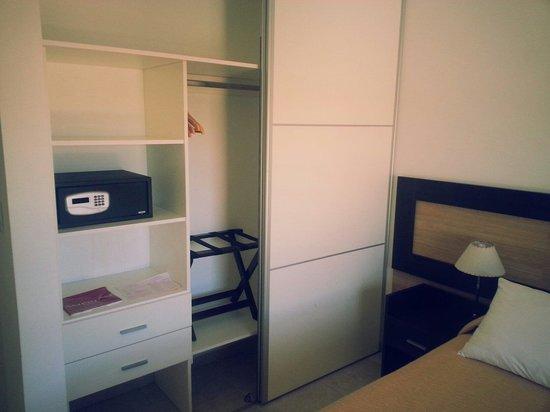 Amerian Carlos Paz Apart & Suites: Placard habitacion principal