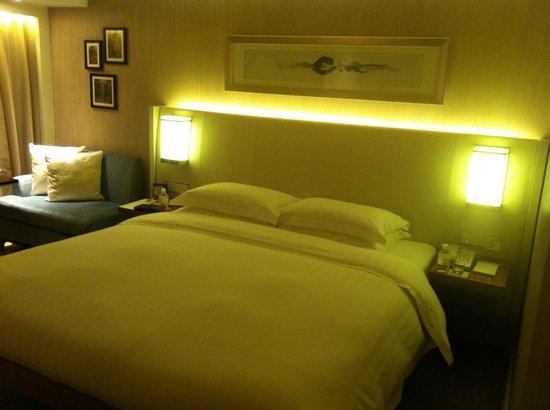 Grand Hyatt Beijing: кровать
