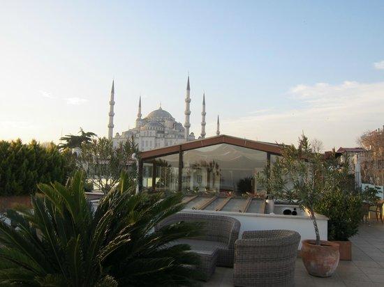 Hotel Sari Konak: Terrasse