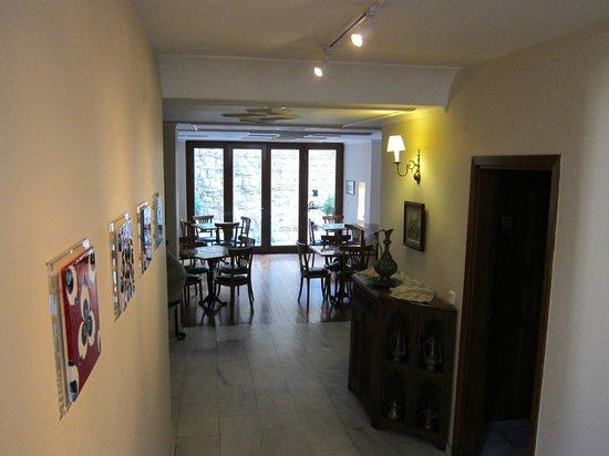 Hotel Sari Konak: Korridor zum Aufenthalts-und Frühstücksraum