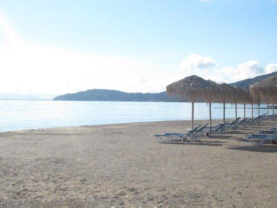 Messonghi Beach Resort: plage