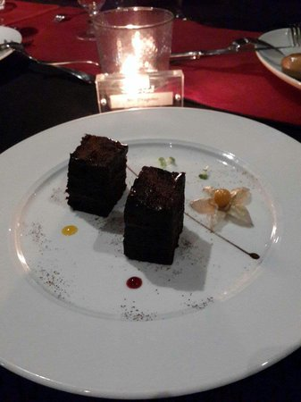 Platinum Grill: Special Chocolate cake