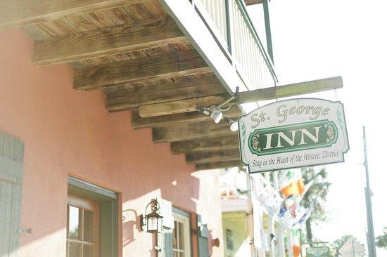 St. George Inn: Hotel entrance