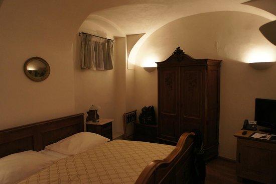 Hotel U Zeleneho hroznu (Hotel At the Green Grape): the bedroom, Dvorak suite.