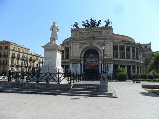 Teatro Politeama Garibaldi: w