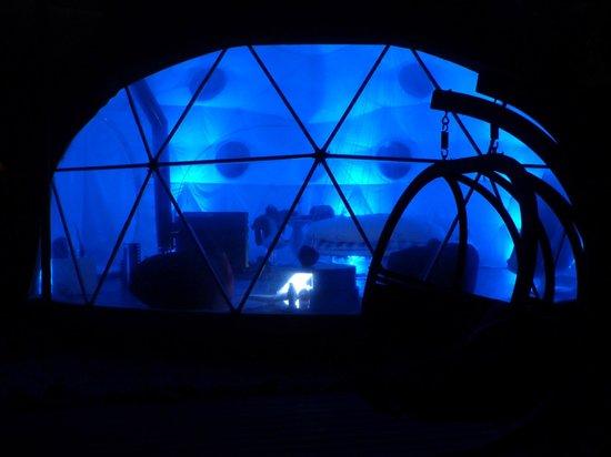 Domaine Arvor: L'igloo de nuit