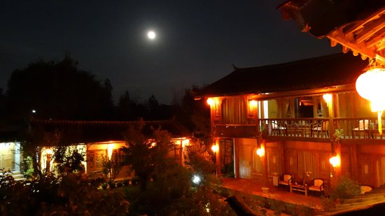 The Bruce Chalet: Night view from rooftop