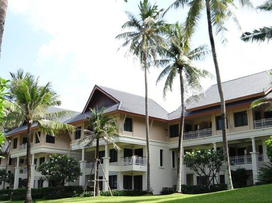 Outrigger Laguna Phuket Beach Resort: Las habitaciones desde el patio